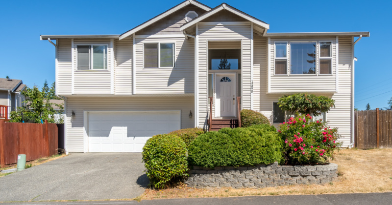 Immaculate Two-Story Home in Everett