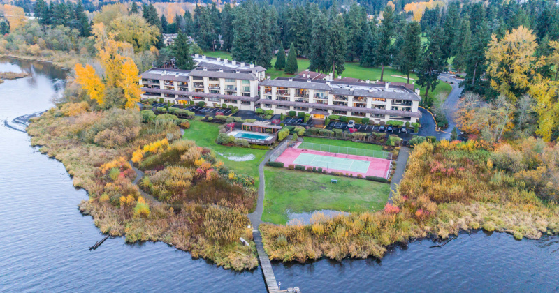 Beautiful Lakeview Condo in Kenmore